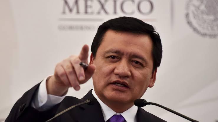 #NotasAbsurdas en un multiverso el gangnamstyle (o como de llame) mexicano pic.twitter.com/nZFS2Akz6y