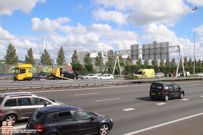 Weer ongeluk op A4 bij Den Hoorn https://t.co/LTDEbb6zmC https://t.co/mlSIo6CZ6q