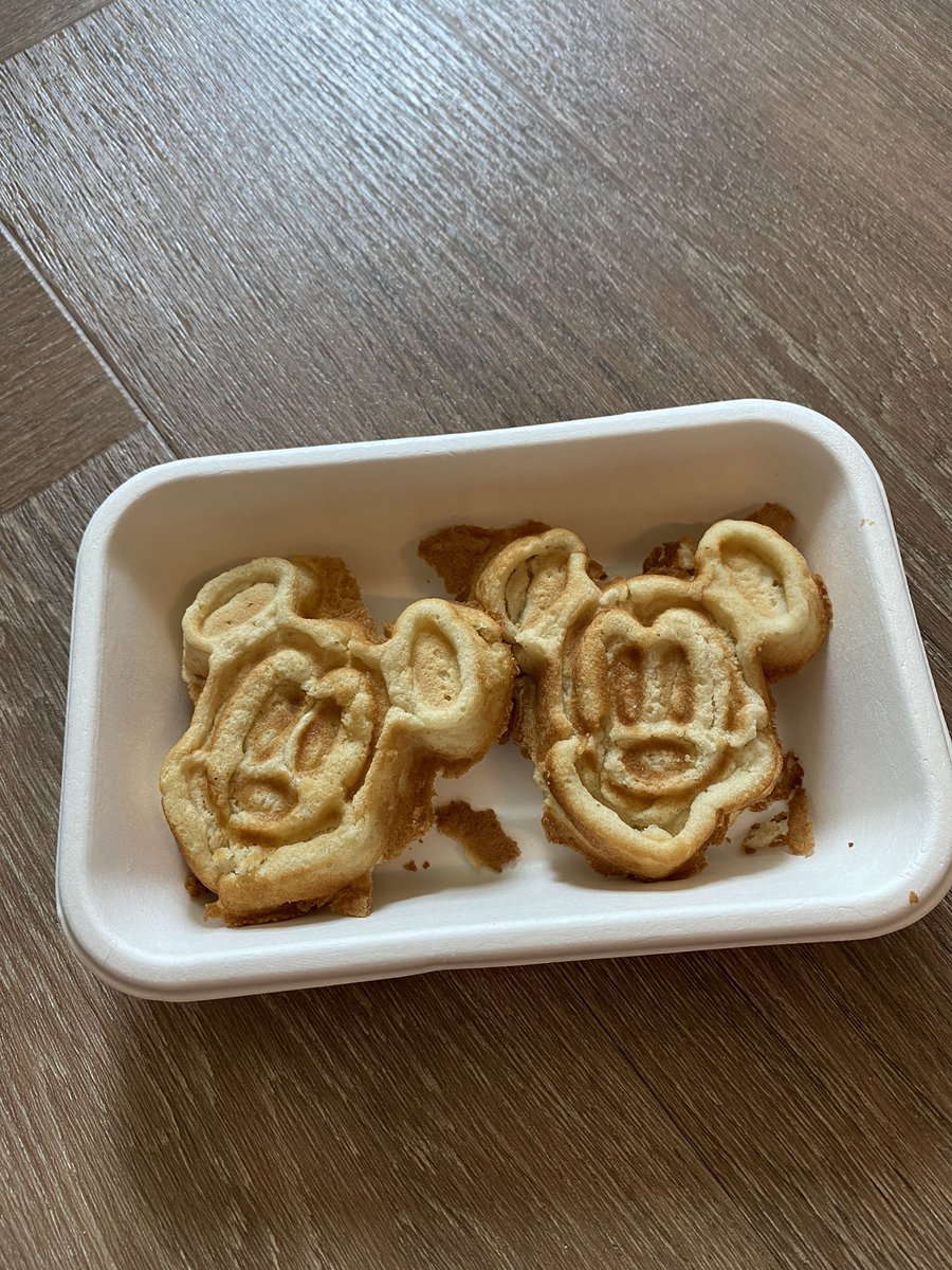 MICKY MOUSE WAFFLES!! https://t.co/Nb2hniV9rN