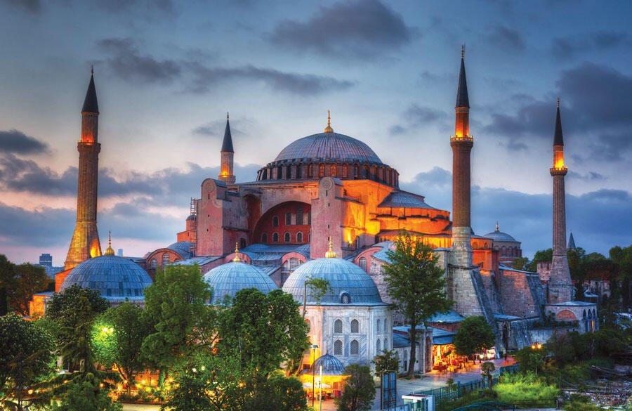 شرذمة من غلاة القوم ومن تبع المصاب بجنون العظمة اردوغان هم فقط الفرحين والمهللين لتحويل متحف #آيا_صوفيا إلى مسجد. https://t.co/hilfpDotzA