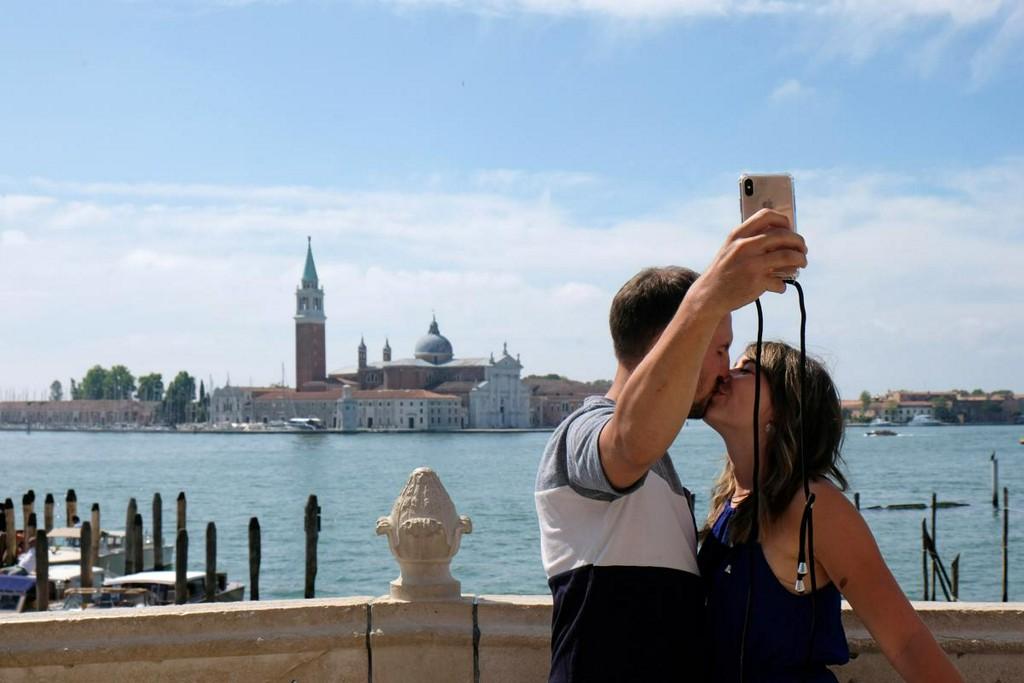 EU travel unity unravels into confusion of border controls