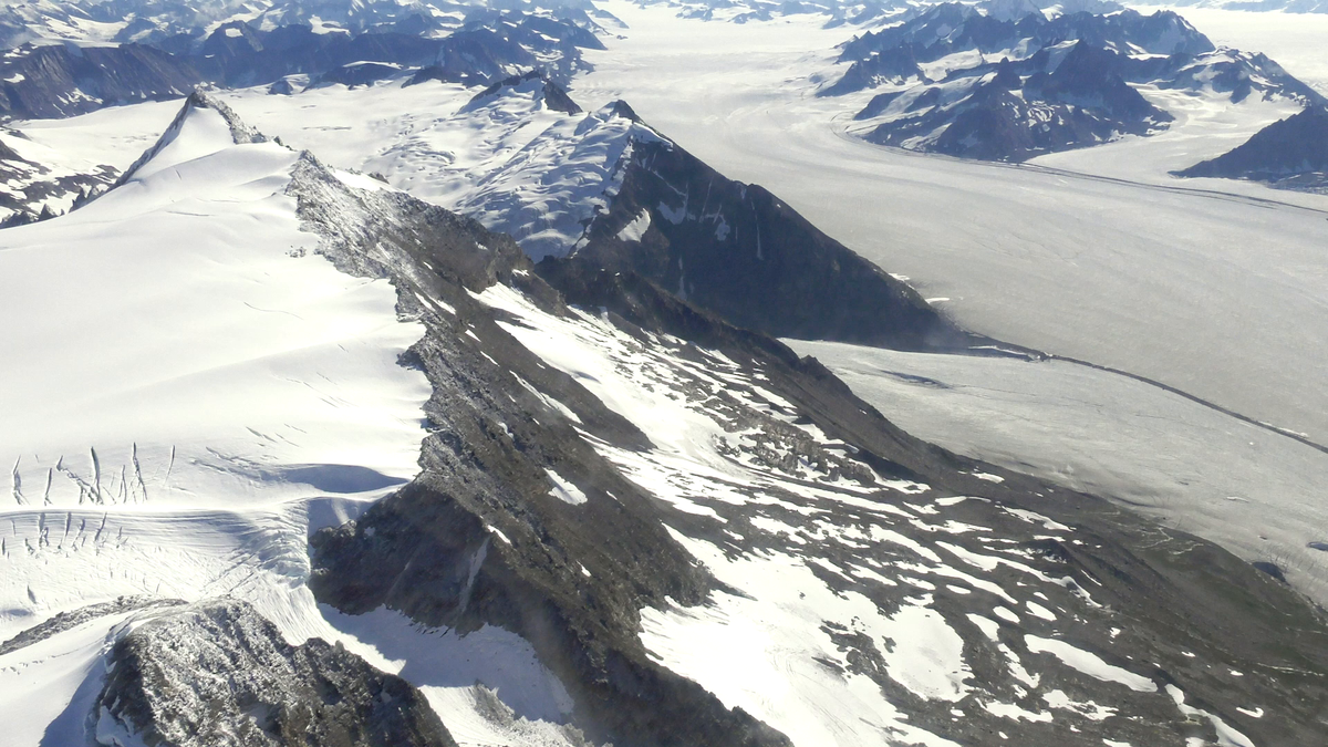 Operation #IceBridge Alaska has had a crucial view of Alaska's glaciers for the last 11 years. The region is warming more than twice as fast as the rest of the world. As the glaciers melt, they contribute to rising seas. Our latest #EarthExpeditions blog: go.nasa.gov/3iOrDtF
