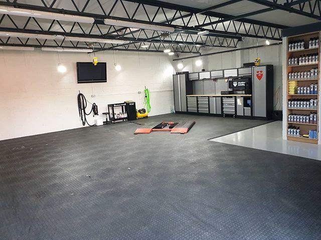 #MatOfTheMonth - #GarageFloor Tiles Slim PVC Vinyl #Flooring DURASTUD (Black)  Thanks @blackbeardsdetailing for the pic https://t.co/jM5j27CvVz  #duramat #floor #flooringideas #interiordesign #interior #garagefloor #garagegym #inspo #garagegoals #garagelife #motorsport #garage https://t.co/LR5suVDVnK