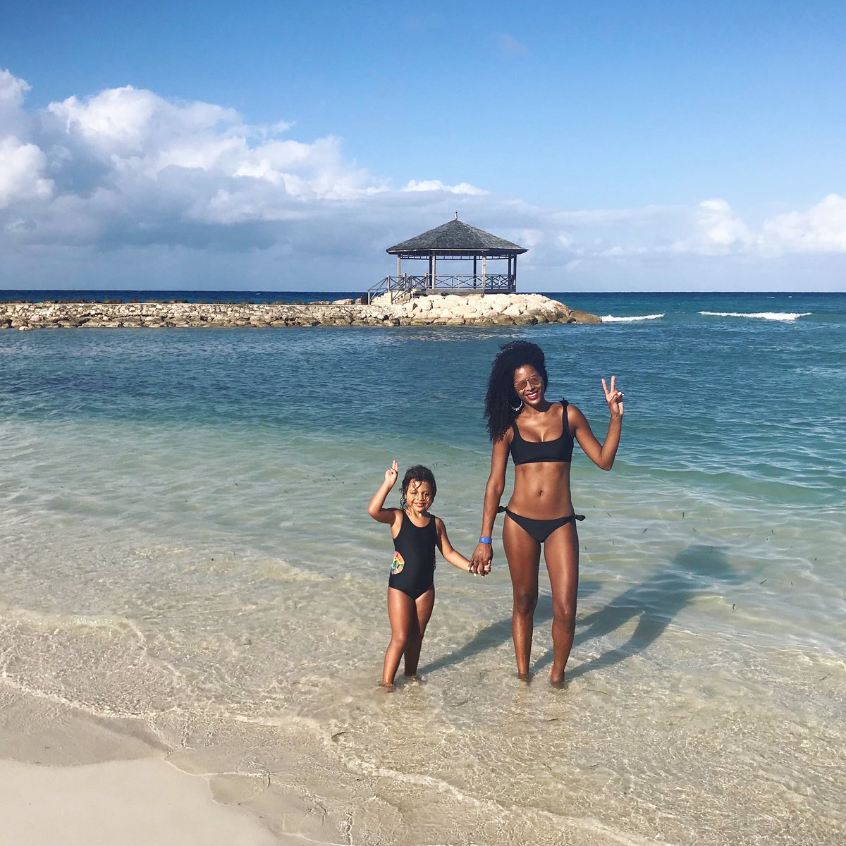 #FlashbackFriday to one of my favorite memories from last year. Happy & grateful, then and now! #jamaica pic.twitter.com/3llyK4H90l