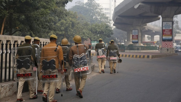 Indian police kill top crime suspect in deaths of 8 officers