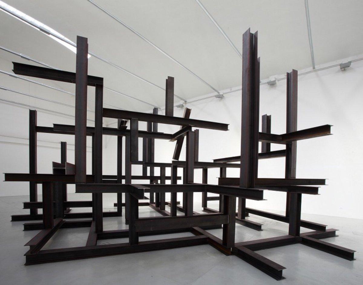 Daily Artist/ Artista del Giorno: #PedroCabritaReis  Palazzo vuoto, Galleria Giorgio Persano, 2015 Steel 520 x 913 x 1000 cm. Read morehttps://www.instagram.com/p/CCeGU7MnqEY/  #art #artist #artista #Portugal #contemporaryart #contemporaryartist #dailyart #artecontemporaneopic.twitter.com/EECuMoxRaC