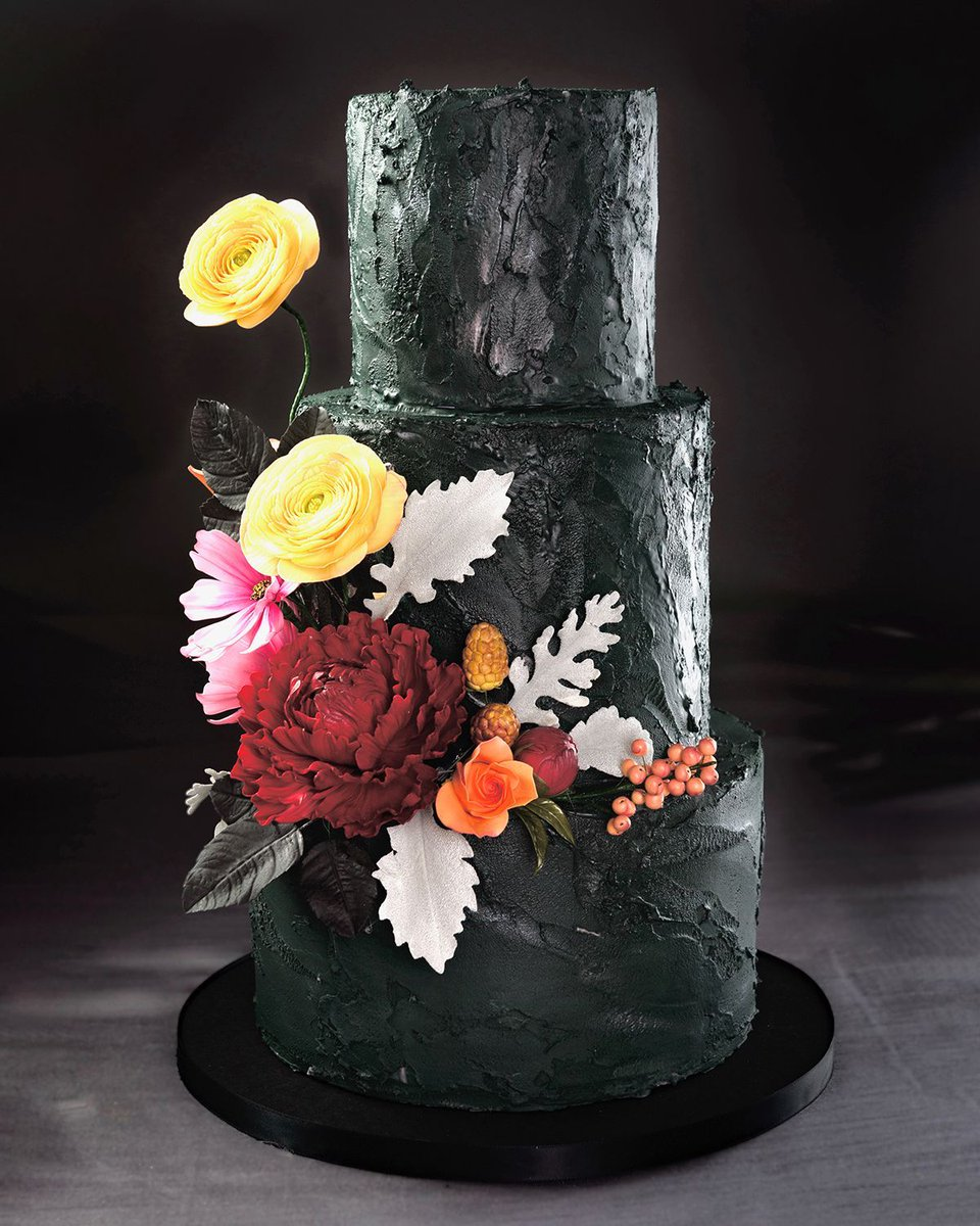 Whatever your #aesthetic, our cake team will work with you to create exactly the #weddingcake you envision for your big day! Visit https://buff.ly/380xPsN to learn more about our #weddingcakes & schedule a take-home #caketasting!  #eatwicked #sindesserts #sinbakery #weddinginspopic.twitter.com/KbejtKV4G7