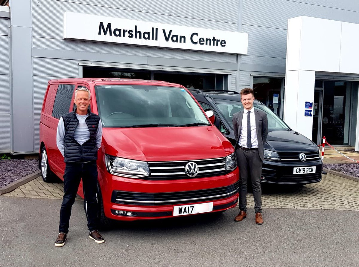 Mr Wellsted has collected his striking new Transporter Kombi from Matt Quigley at Marshall #Volkswagen Van Centre #Bridgwater. Mr W has driven all the way from Colchester to pick this stunner up! Enjoy the steady journey home. #marshallmoments https://t.co/9YoE4xAsOX