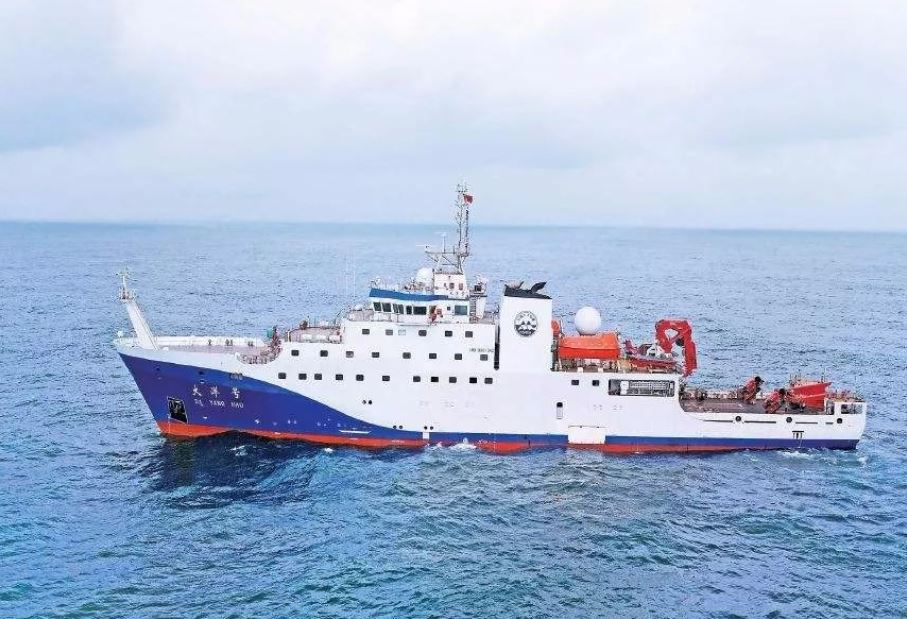 """A vessel owned by China's Ministry of Natural Resources (the """"Dayang Hao"""") is currently conducting marine scientific research within Japan's claimed EEZ near Okinotori Island. If there without permission, would be a direct challenge to Japan's claim. pic.twitter.com/HWksmsDUYj"""
