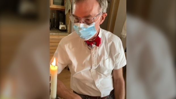 Bill Nye breaks down the reason why we should all wear a face mask