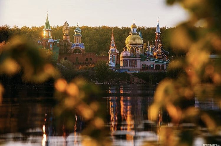 Good night from #Kazan'!  Like all cities on the #Volga River, the capital of #Tatarstan is especially charming in the summer months. The city and surrounding #nature from the water are an incredible sight    Alexei Evstigngeevpic.twitter.com/06yEOUyPWb