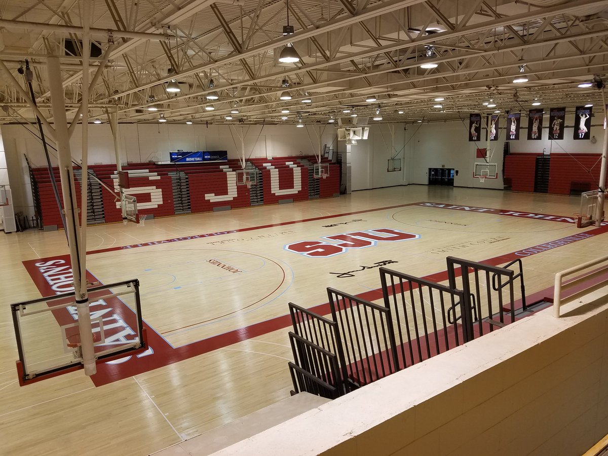 Ahhh...that new court smell 😍 #d3hoops #gojohnnies https://t.co/fRD9D7xgpv