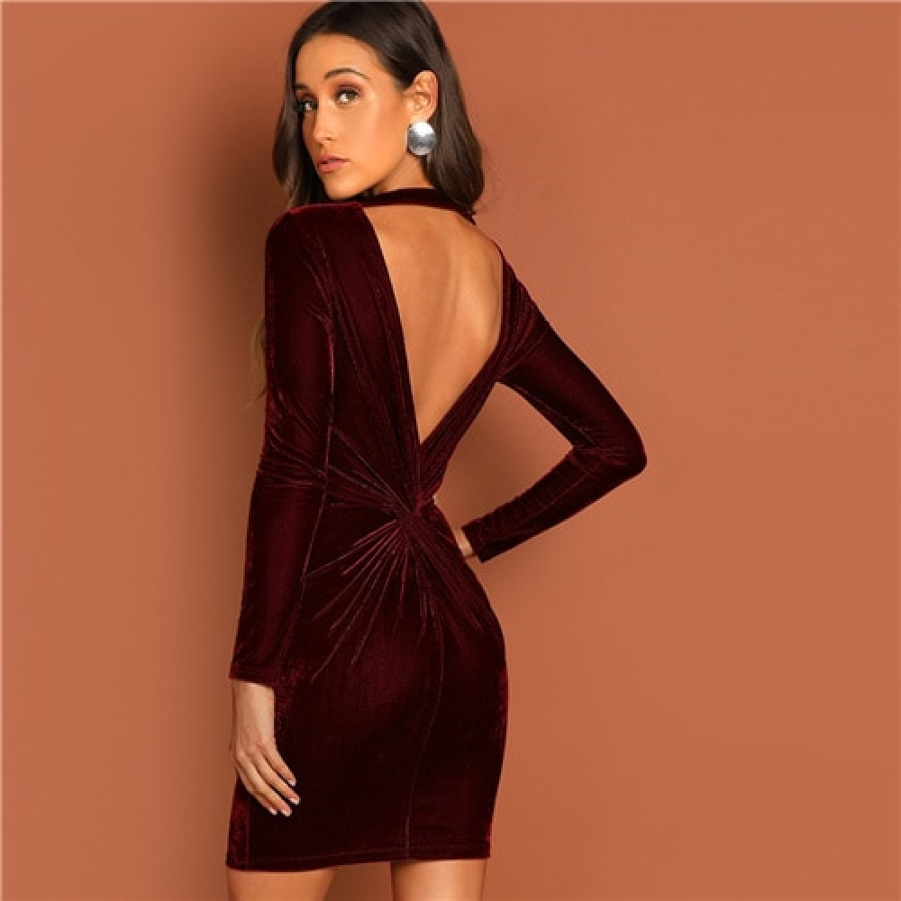#food #tflers Luxury Velvet Open Back Dress for Women https://seyadi.com/luxury-velvet-open-back-dress-for-women/ …pic.twitter.com/i8B7Gt584G
