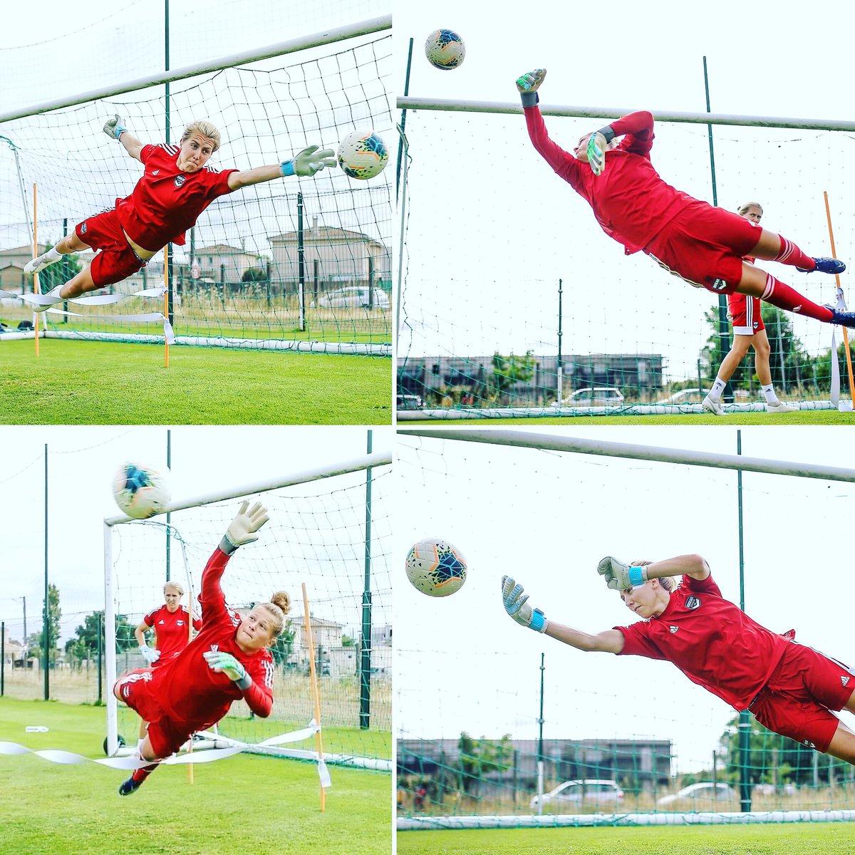 I believe I can fly!! @fcgbwomen 🔵⚪️ @neuq 📸 #football #foot #soccer #footfeminin #footballfeminin #gardiendebut #goalkeeper #goalkeepercoach #coach #footballcoach #fcgb #fcgbwomen #adidasfootball #Bordeauxmaville #saison2021 #diving #plongeons #ibelieveicanfly https://t.co/kJOq0Iypgu
