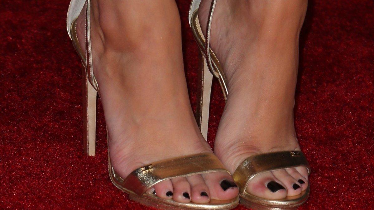 Osment feet emily 21+ Emily