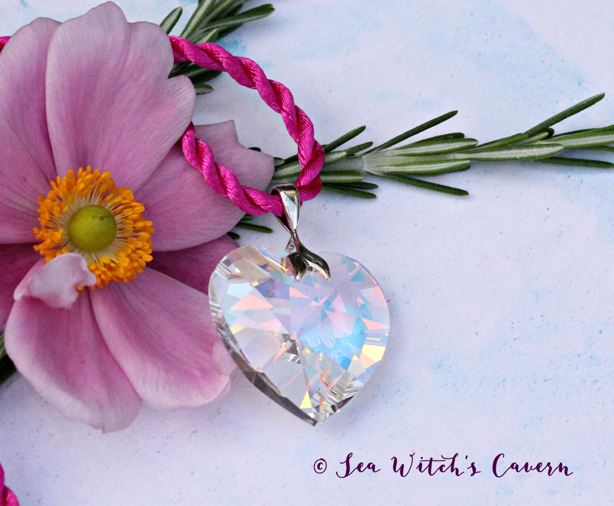 Add a touch of sparkle to your day with this stunning Swarovski crystal heart pendant necklace https://etsy.me/2ANMyLb  heartnecklace bridaljewelry anniversarygift swarovskicrystal uniquegifts  jewelryaddict #OnlineCraftpic.twitter.com/qqtWyi2WZ1
