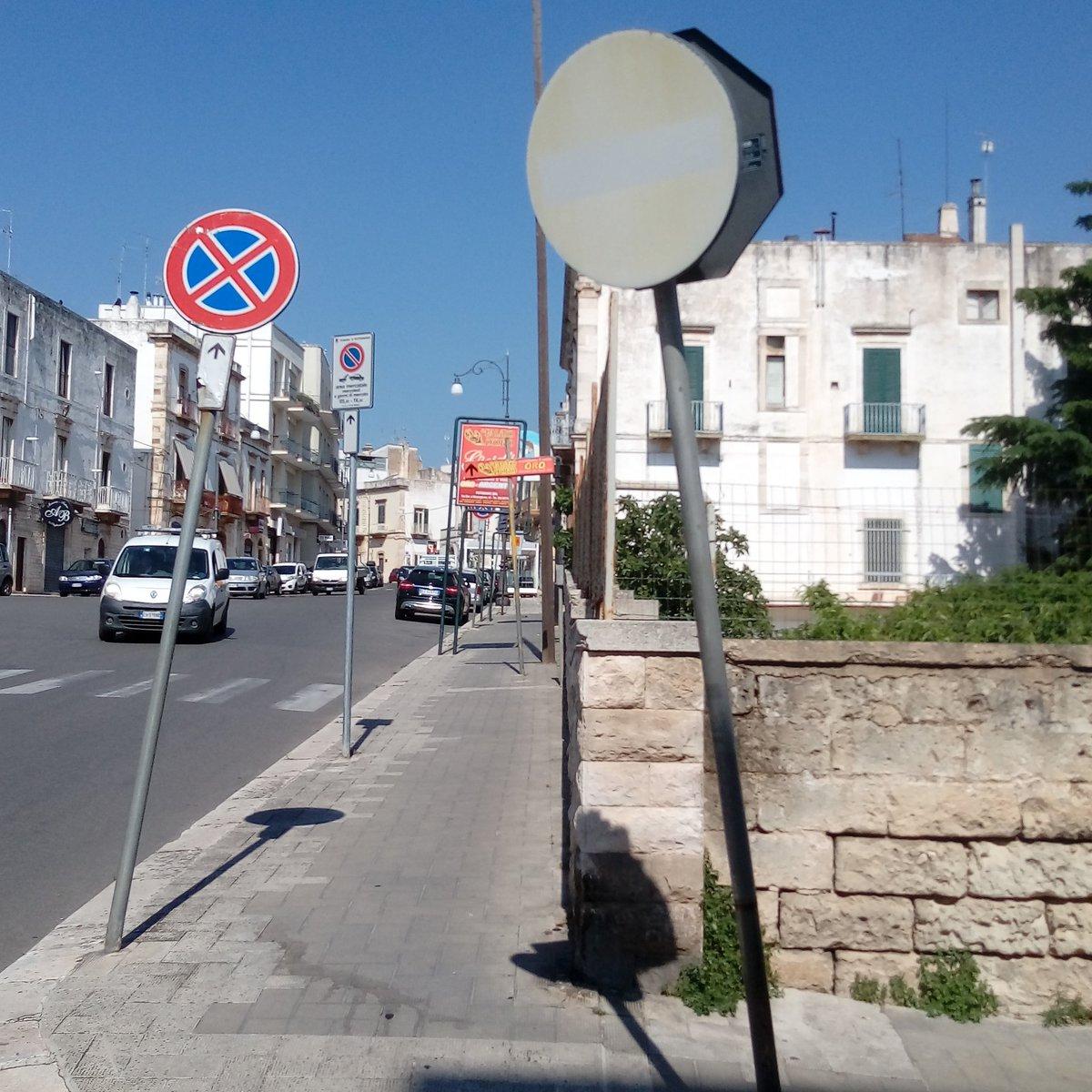 Investire in sicurezza stradale attraverso una nuova segnaletica a Putignano @Adnkronos @LaGazzettaWeb @rep_bari @TgrRai @RaiTre @RegionePuglia @Strisciapic.twitter.com/5pemhryJix