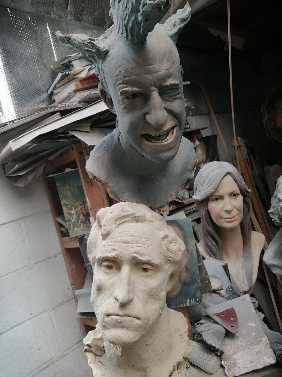 Happy face! #portraitsculpture #portrait #artgalary #finart #figurativesculpture #sculpture #nickelphicksculpture #bronze #galary #artgalary #finart #figurativesculpture @curvemedia @discovery @druePritchard @Llandudno @conway #art #carving #portrait #portraitsculpture #moulding pic.twitter.com/8FbutaWu64