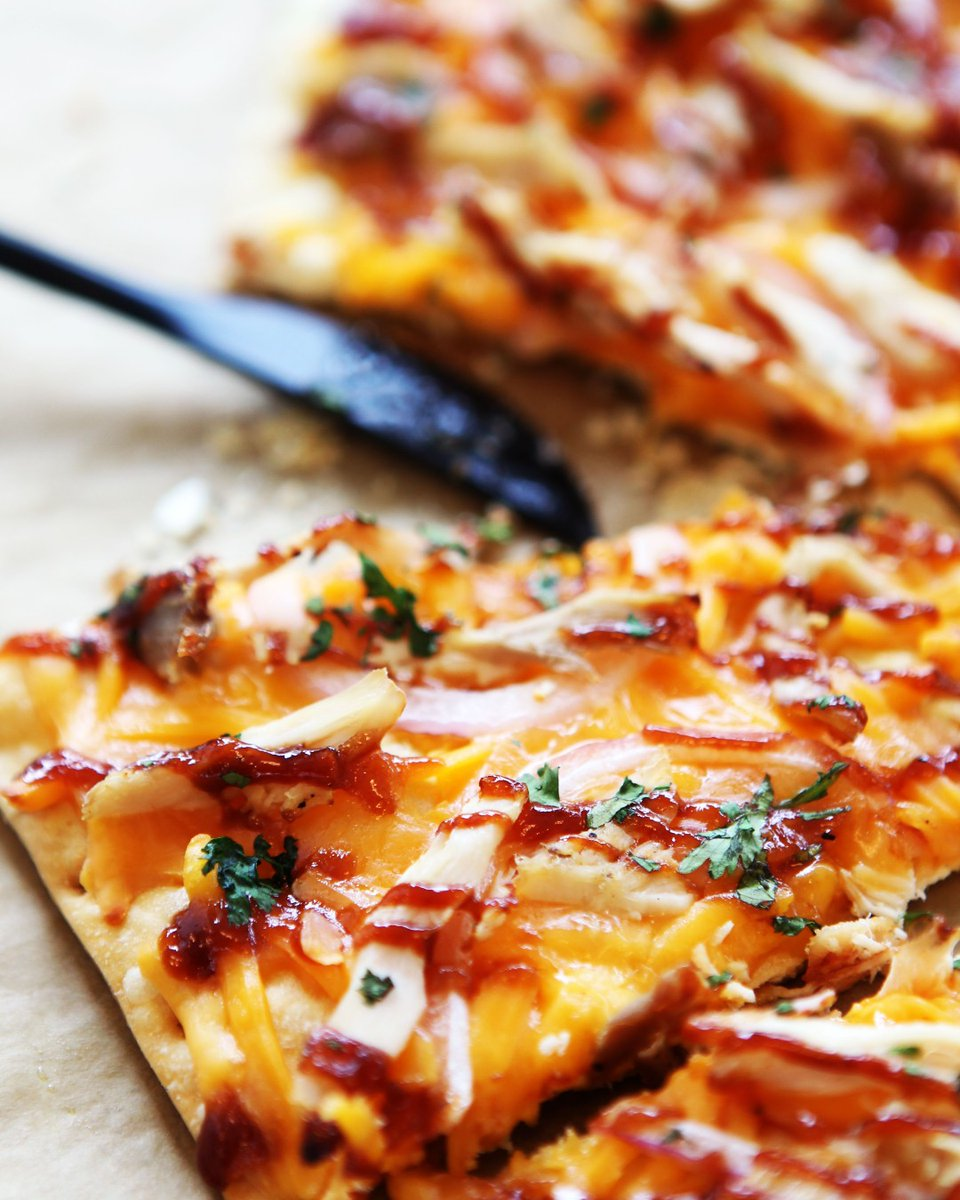 Get your free #flatbread pizza today when you shop between 4-7pm + just spend $40.00 or more. #ElmCityMarket #HappyFriday #FlatbreadPizza #WeeklySpecial.