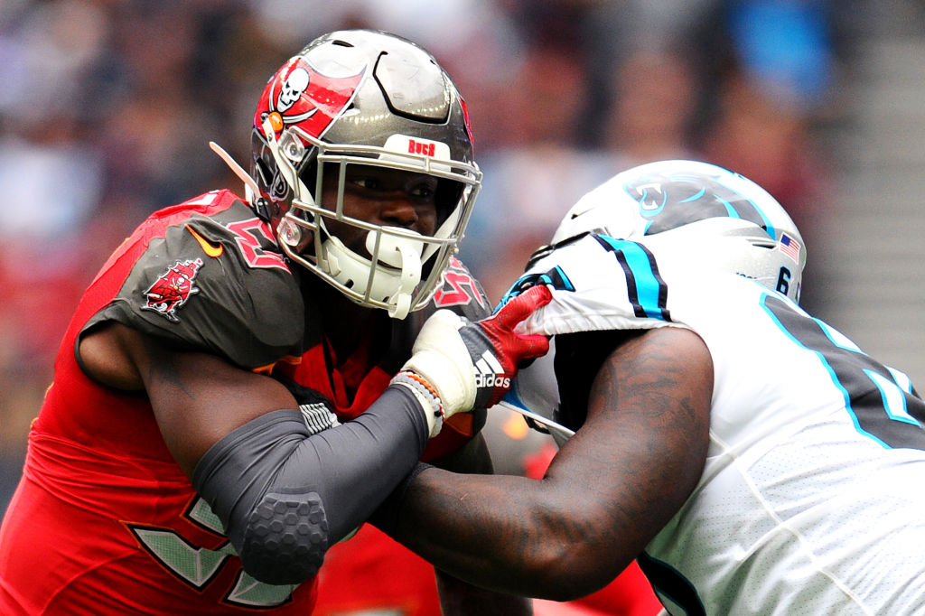 Bucs pass-rusher Shaq Barrett is signing his franchise tender and has filed his grievance that he should be tagged as a DE not a LB, per @RapSheet.  Barrett was the 10th highest-graded EDGE defender in 2019 (82.0) https://t.co/8fkzwsyS3l