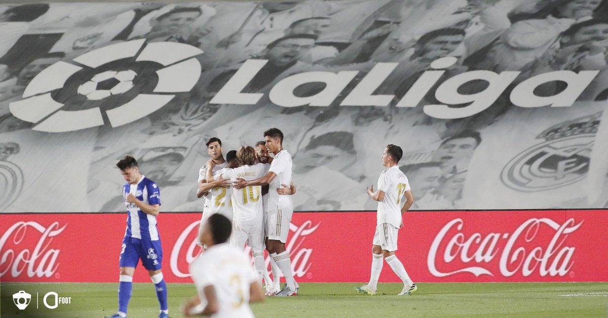 🔴 Le Real Madrid s'impose (2-0) contre Alaves grâce à des buts de Benzema et Asensio. Les Madrilènes conservent 4 points d'avance à 3 journées du terme de La Liga.