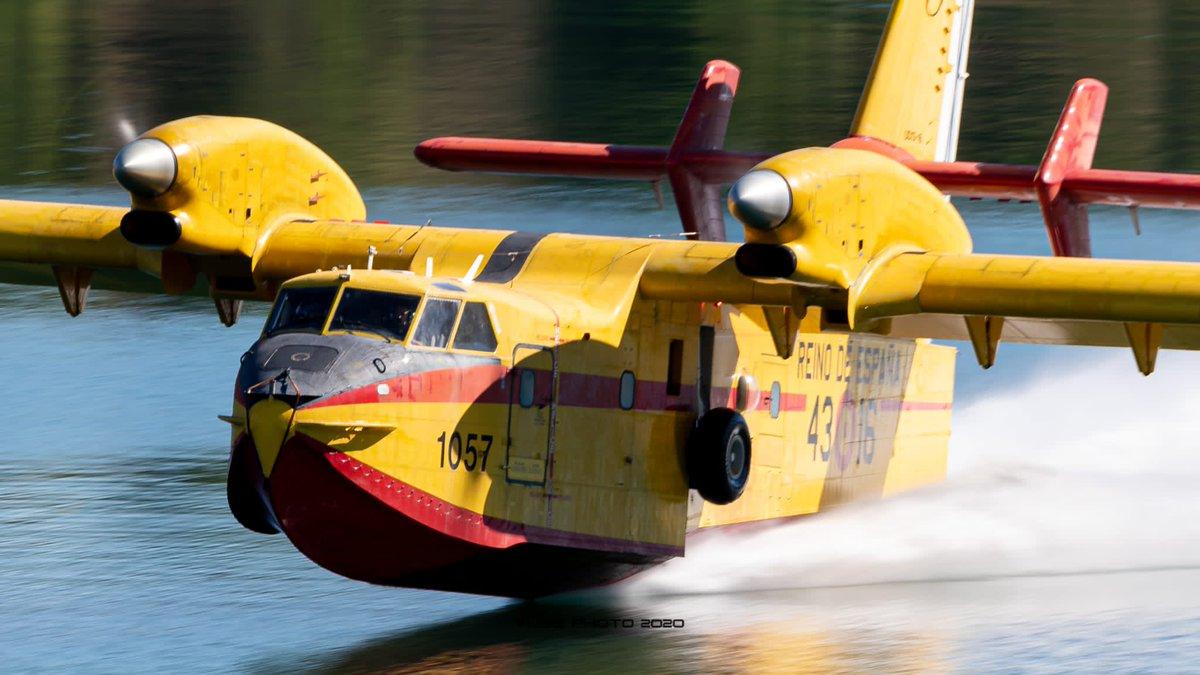Hoy dos aviones #Apagafuegos del #43Grupo han lanzado más de 150 toneladas de agua sobre el  #IFSantiagoDeCompostela  #ApagaYVamonos https://t.co/vsjhbKRBU1