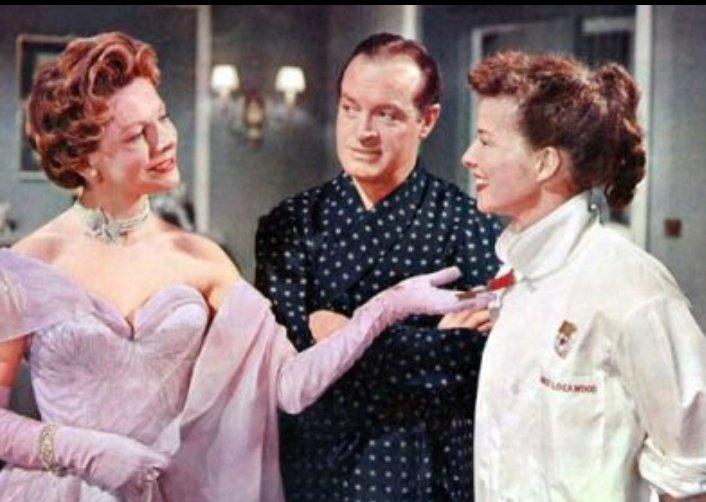 """157.-""""Faldas de acero""""(Ralph Thomas, 1956).Ben Hecht en el guion siempre es una garantía, aunque aquí vaya a remolque de """"Ninotchka"""", discurso anticomunista incluido. Con todo, una agradable comedia con el improbable tándem Hope-Hepburn. #Bobhope #Elcinequehevistoen2020pic.twitter.com/QMUGDCdrNl"""