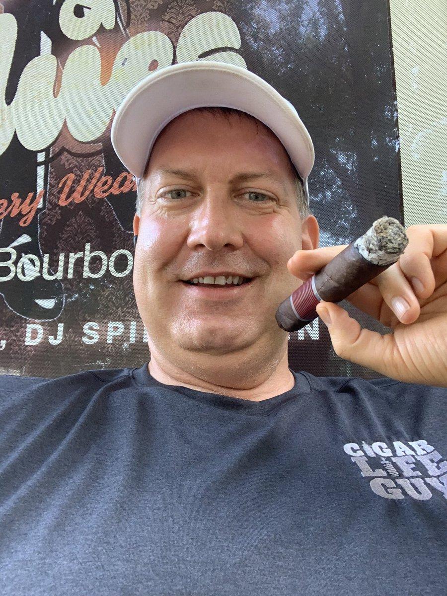 Flathead Friday with Joe & the good people @tenatl  stop by#cigar #cigars #botl #sotl #humidor #smoking #cigarlife #cigarlifestyle #cigarro #pssita #cigarlover #cigarworld #cigarpic #cigarsocialclub #cigarlifeguy #nowsmoking  #cigarswag #flathead #flatheadfridaypic.twitter.com/maAjlnzCYK