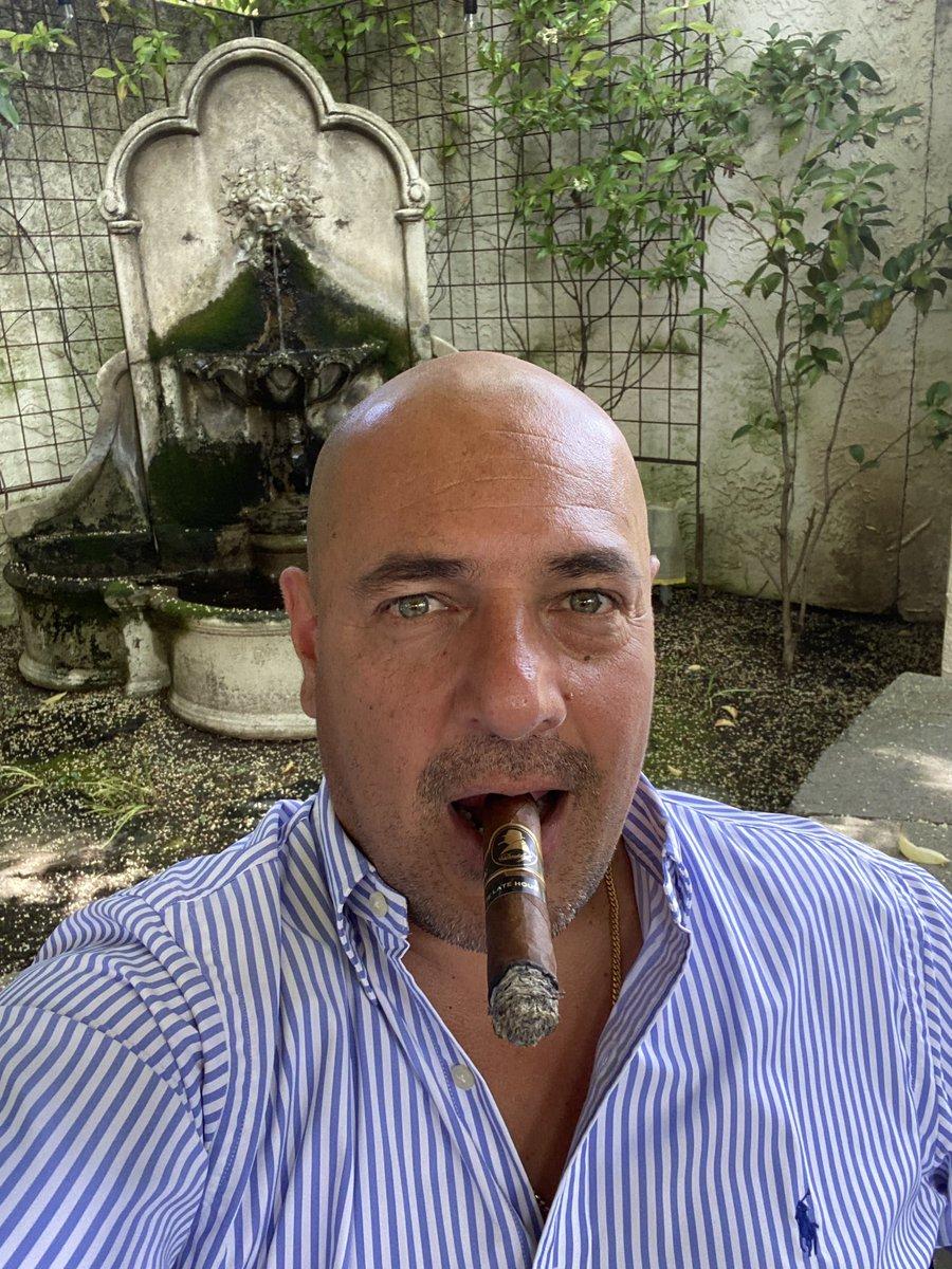 My local cigar shop is open! #davidoffcigars and @bravusbrewco a perfect combination!   #cigars #puros #cigarlover #cigarlifestyle#cigarlife #botl #sotl #zigarre #sigaro #cigare #cigarr #cigaraficionado #cigartime #cigaroftheday #cigaraccesories #perupic.twitter.com/UWCA5655dk
