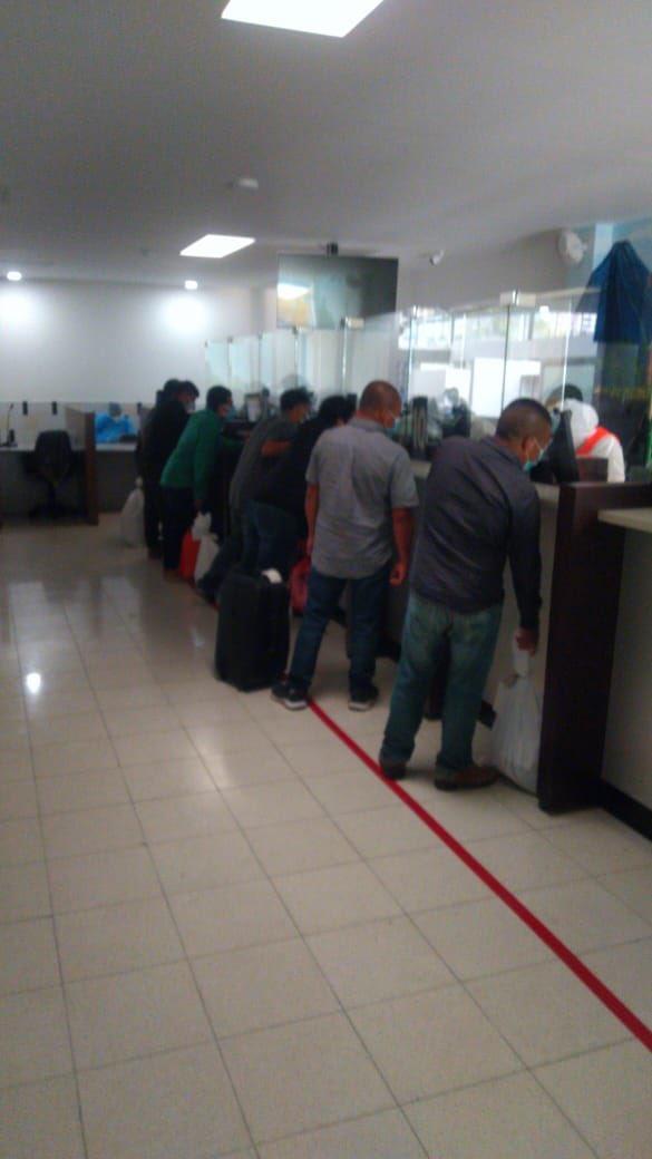 test Twitter Media - Migración informa que hoy ingresó un vuelo con 53 personas mayores de edad (51 masculinos y 2 femeninos), 19 menores de edad no acompañados.En total fueron 72 guatemaltecos retornados procedente de El Paso, Texas.Fotos: Migración https://t.co/M7iTbnRbJ5
