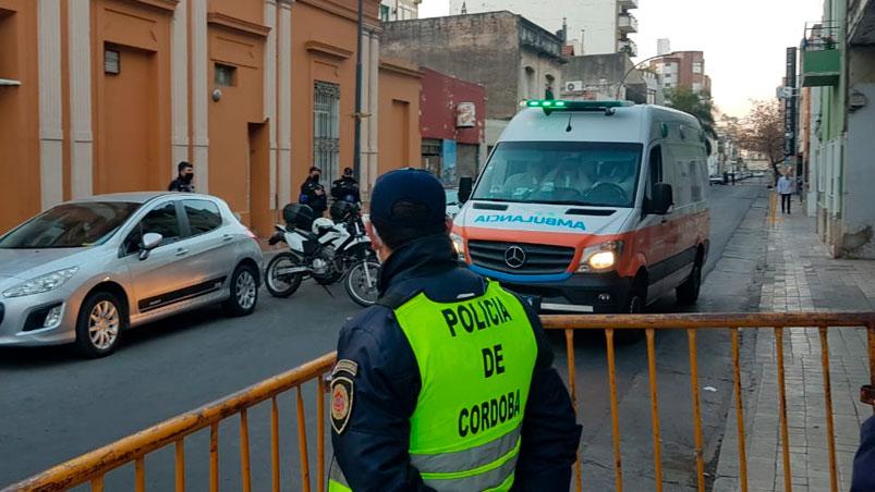 #TelenocheCordoba l Comenzaron a trasladar pacientes de la Clínica Sucre al Hospital San Roque: este viernes derivaron a siete. El sábado trasladarán a 12 y el domingo a la misma cantidad de personas  >> https://t.co/As1ZCIK6CB https://t.co/I4Rvy0tUzP