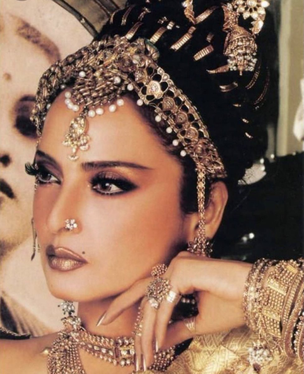 Rekha is a look https://t.co/qqXOlnfGNr