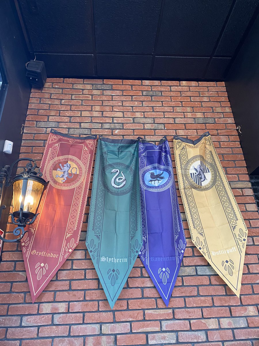 Stopped at this Harry Potter cafe 😍 it was so cute https://t.co/UmDYbOeDVy