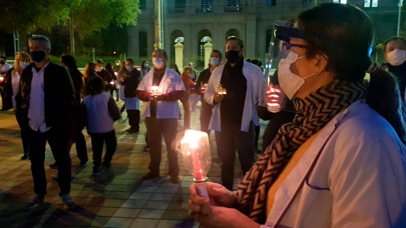 #TelenocheCordoba | Médicos cordobeses marcharon por amenazas, despidos y bajos sueldos >> https://t.co/NyZijKuxMW https://t.co/XC5wS3qLrM