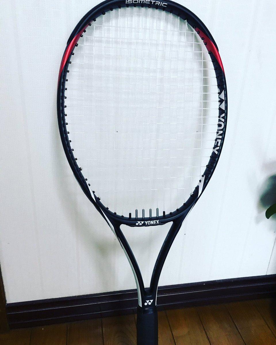 25年振りにラケットを買いました✨ テニスラケットはYONEX以外使ったことがありません💦 またこのラケットも長い付き合いになることでしょう😆  #ヨネックス #テニスラケット https://t.co/jNeNzDfVbN