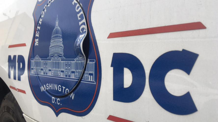UPDATE: In 3 separate locations over a period of less than 2 hours, @DCPoliceDept found 2 men, 1 woman shot to death in Northeast: --4900 North Capitol Street, NE --700 21st St. NE at Bennett Pl. --South Dakota Ave. and Newton St NE  https://t.co/fZ4BVN5bfY https://t.co/GazM1wtakU