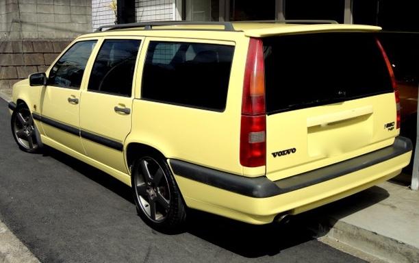 test ツイッターメディア - 今回は山本太郎の愛車です。私が知ってる範囲で2台。1台目は四駆。2台目はボルボで色は黄色。窓はフルスモーク。私が「警官に止められた場合フルスモで大丈夫?」って太郎に聞いたら「芸能人なんで」って説明していると当時言ってた。「芸能人なんで」ってパワーワードだなと思った記憶がございます。 https://t.co/SzNktLhKwM