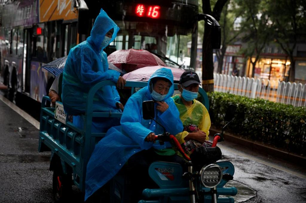 China reports two new coronavirus cases in mainland
