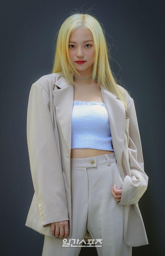 📸 CLC Yeeun looking gorgeous as always~ Here are photos of her taken during recent interview session 💗 @CUBECLC