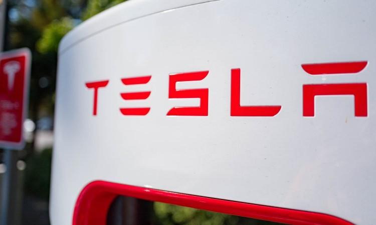 #Tesla assume un manager di #Apple per migliorare i #Supercharger  https://t.co/VwEQyNybwl #ElectricVehicles #guidaautonoma #SelfDrivingCars #AI #IoT #5G #AutonomousVehicles #selfdriving #autonomous #Robotics #driverless #driverlesscars #startups #SmartCity #startup #Robot https://t.co/ZRnk83fb5U