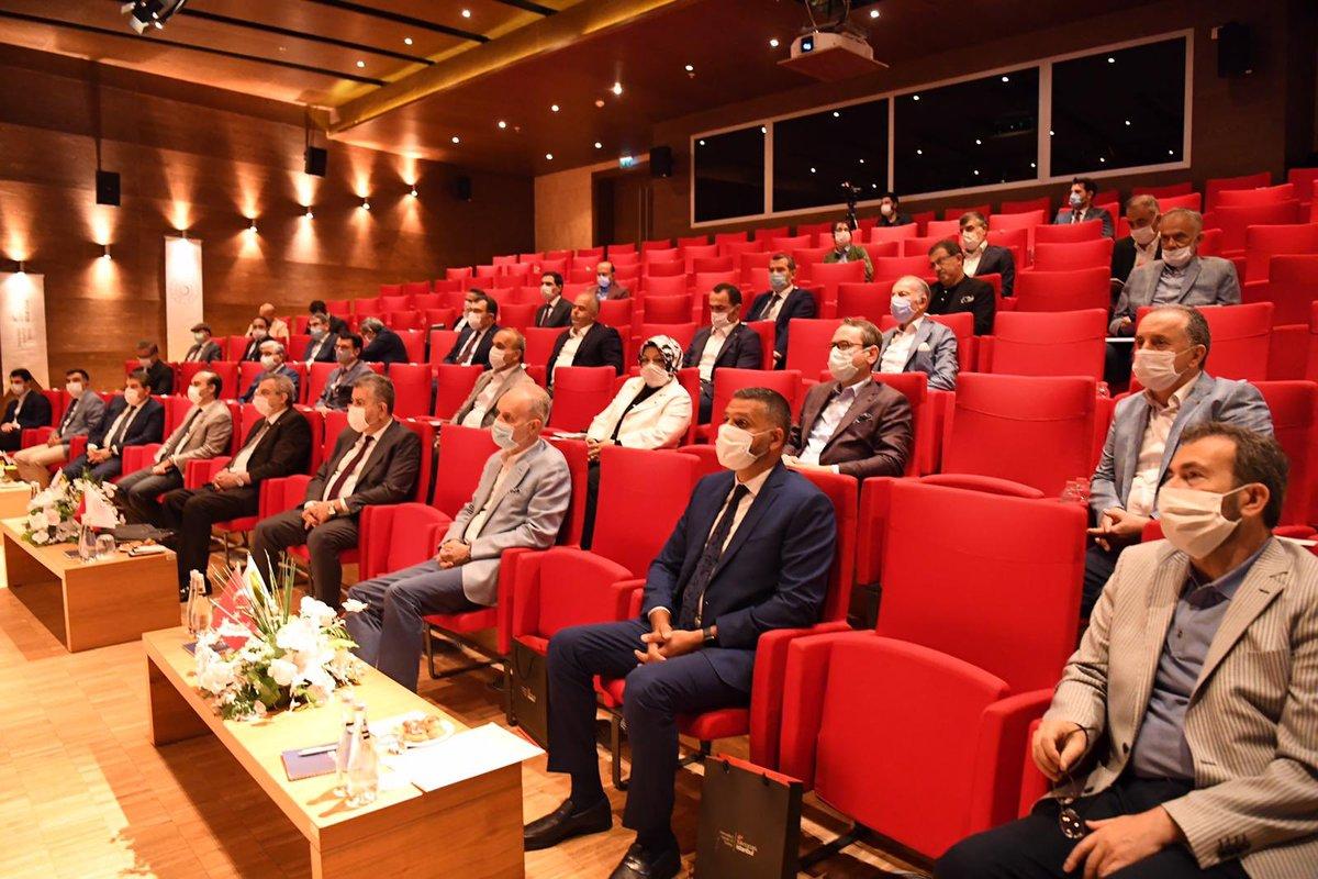 İlçe belediye başkanlarımızla birlikte Bilim ve Teknoloji Bakanımız Sayın Mustafa Varank ile İstanbulumuz ve Çekmeköyümüze yapacağımız projeler hakkında istişare toplantımızı gerçekleştirdik. https://t.co/0zliS2bfSN