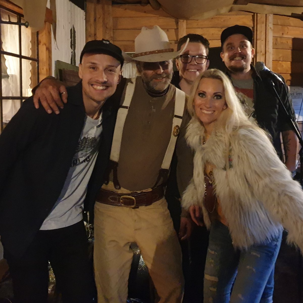 Thank you @jocecity for a great night at your venue!  Tonights show start at 8 pm#countrymusic #moderncountry #ellinorspringstrike #livemusic #jocecity #tour #theband #westerntown #sweden  @anton90gustafssonpic.twitter.com/rFa2ODZszV