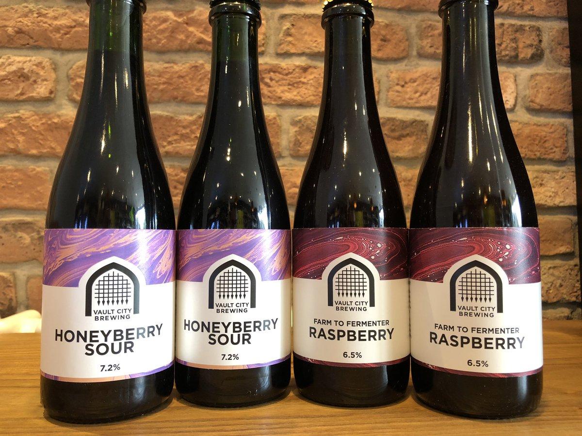 2 new beers from @vaultcitybrewing  -Honeyberry Sour 7.2%  -Farm To Fermenter Raspberry 6.5% Sour #staysafe #craftbeer#craft #ale#beer#beerporn #craftnotcrap #beertime #beertography#IPA #Guiseley #craftbeernotcrapbeer #cheers #beerlover#instabeer #shoplocalpic.twitter.com/HzBDZ2LtQr