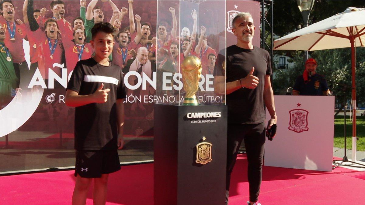 🏆¡RECUERDA! ¡Nuestra Copa del Mundo te está esperando en la Plaza de Colón!  🕐De 10 a 15h. 📍Plaza de Colón, Madrid  😷↔️🧴 Respetando SIEMPRE las medidas de seguridad  🔗 https://t.co/zZx7bg0uyX  #10AñosDeNuestraEstrella ⭐ https://t.co/GQhSPzZCCH