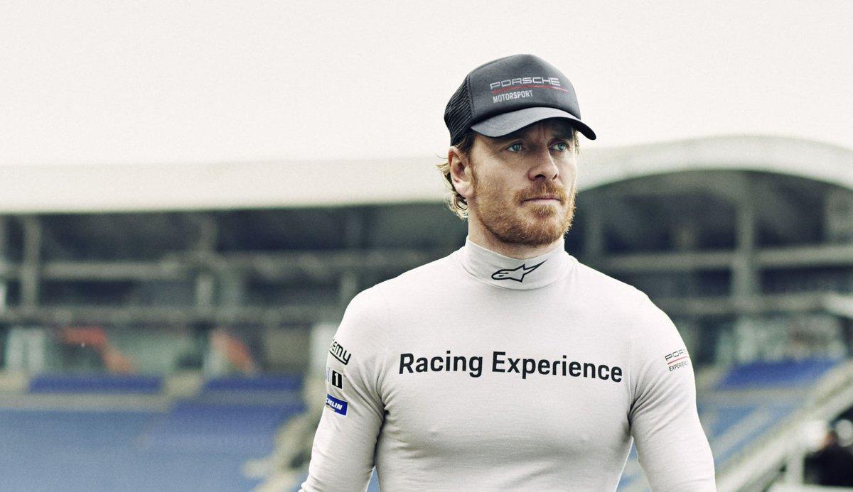 Der Schauspieler Michael Fassbender erfüllt sich mit dem Autorennsport einen lang gehegten Traum. Ausgebildet wird er von Porsche. Fernziel des Hollywoodstars ist die Teilnahme in Le Mans. http://zpr.io/HHFTmpic.twitter.com/bU1FN5FHQ6