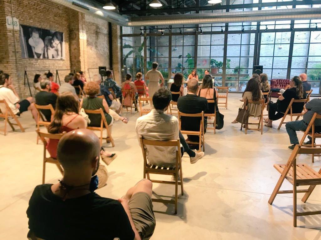 Aquí os dejamos algunas fotos de nuestro primer #evento después del #confinamiento. Felices por vuestra respuesta y por la maravillosa #presentación del nuevo #libro de nuestra querida amiga @nikavs_ #LibreríaBerlín #València #Leer #Libros #Psicología #Novedades #Lectura 👏📚😊 https://t.co/Df9lZIFsnT
