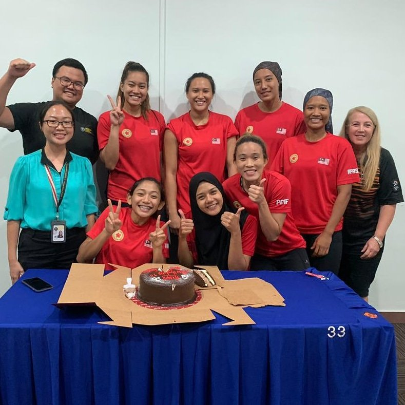 """The greatest feeling, is witnessing ordinary individuals evolve into extraordinary champions & be the best version of themselves""  Happy blessed birthday to @FarihaPattinson & @IzyanSyaMW. 1 year ago b4 they became the 1st team to defend the SEA Games Gold medal.  #Netball<br>http://pic.twitter.com/Oz7gGNrC4z"