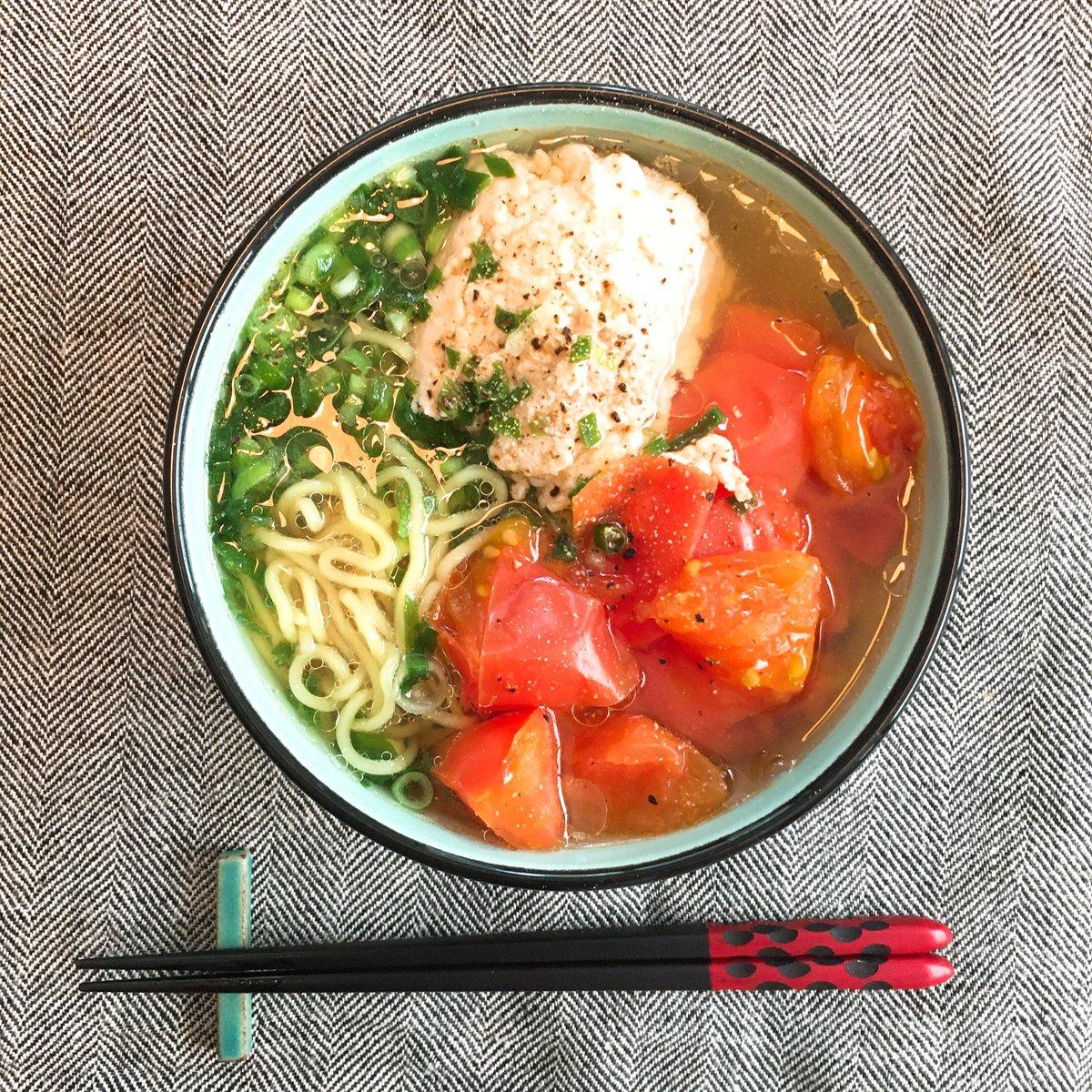 白央さんレシピの鶏トマトそば、つくった。鶏の出汁にトマトの酸味が効いて、めちゃうま〜😋🍅