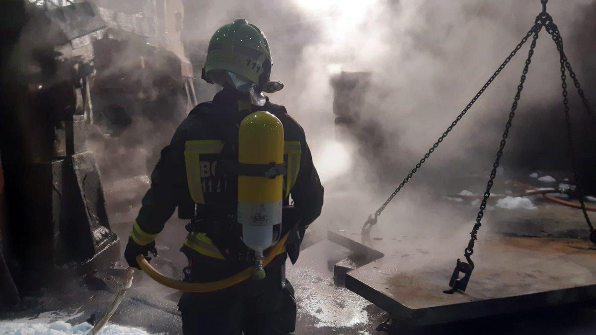 Extinguido un incendio en una fábrica de Reinosa. Ha provocado daños materiales en una prensa hidráulica de gran tamaño. No hay que lamentar heridos https://t.co/CWrkhf05cZ