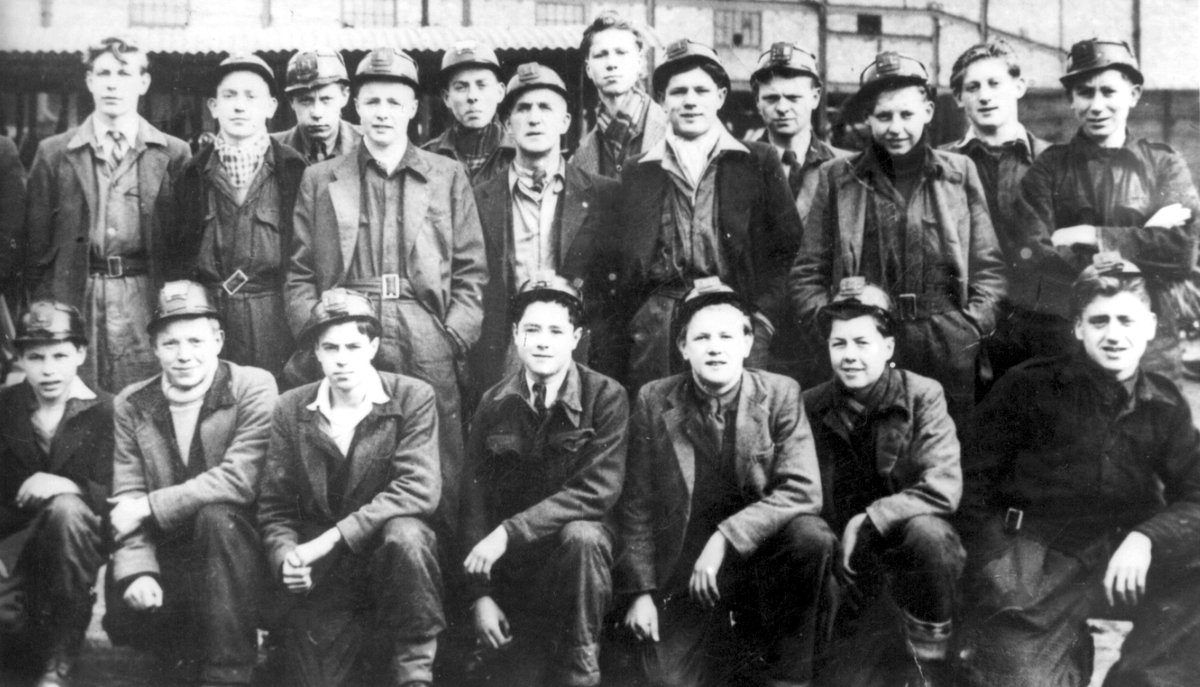 Jack Charlton, standing tall in the centre of the back row, when he was a pit trainee in 1950. He was 15 years old at the time and a few months after this photo was taken he joined Leeds United. https://t.co/wuBj8OIeSe